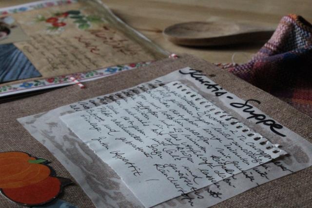 Eine Seite mit handgeschriebenem Kürbissuppenrezept.